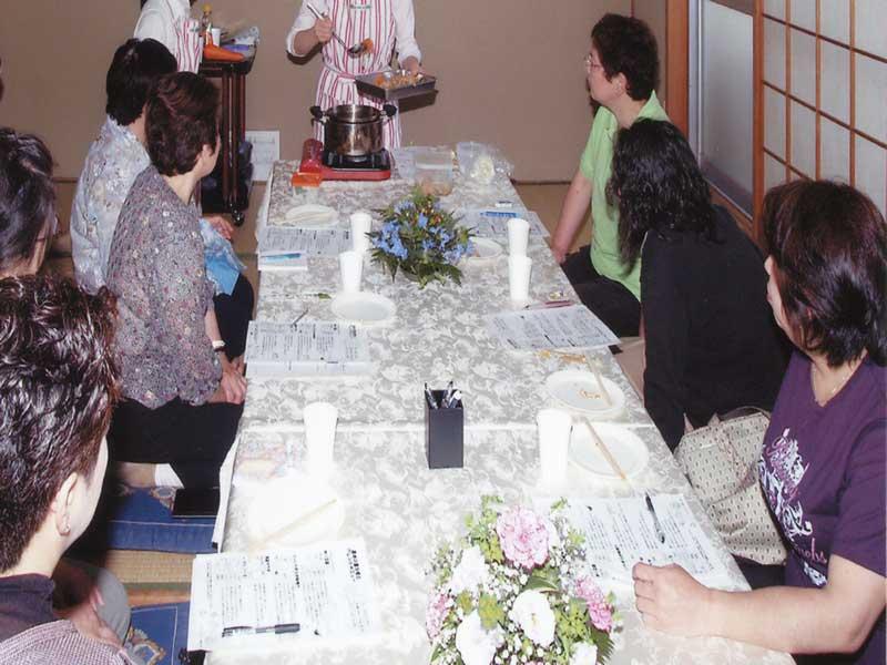 紅葉山別館(吹田市内本町)で料理教室を開催しました。