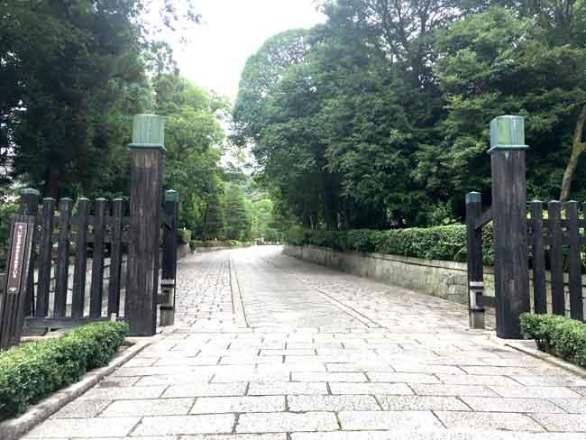 大谷祖廟の入口2(吹田市紅葉山会館の葬儀の豆知識)