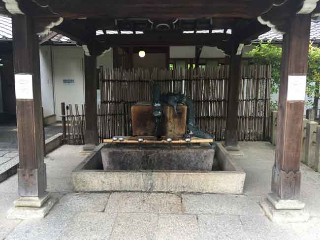 大谷祖廟の手水舎(吹田市紅葉山会館の葬儀の豆知識)