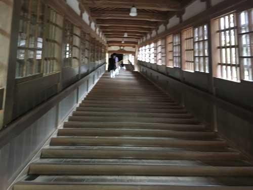 永平寺の階段(吹田市紅葉山会館の葬儀の豆知識)